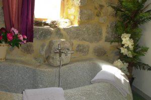 La baignoire en granit de Glycine
